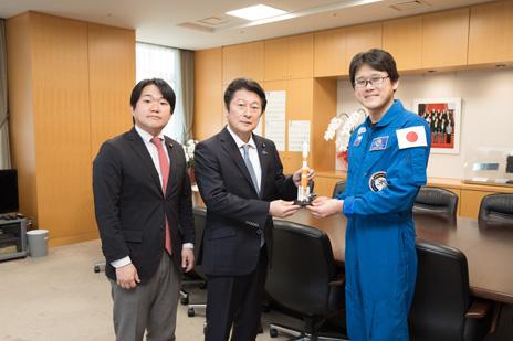 金井宇宙飛行士による表敬訪問 - 内閣府